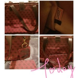 Dooney & Bourke Signature purse 👜